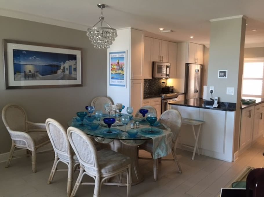 Dinning room with open kitchen