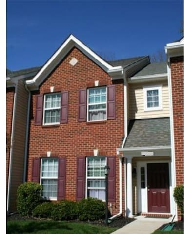 Clean and Spacious Master Suite in the West End - Henrico - Townhouse