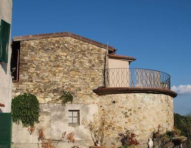Romantico alloggio con vista panoramica - Bagnone