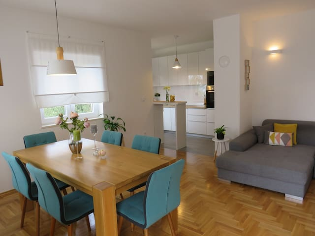 Seaview apartment in peaceful village