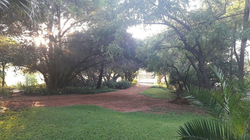 Peaceful 2bed  close 2 Roodeplaat dam/pool/nature