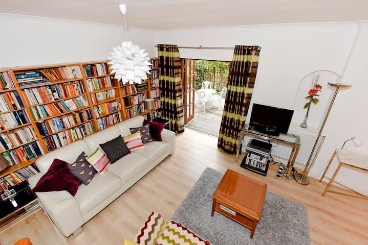 Stunning apartment near Brooklands, Weybridge