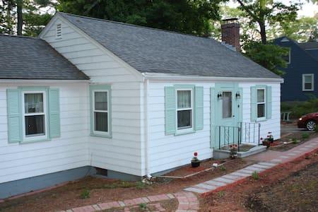 Cozy Concord Retreat (on Cul-de-sac) - Concord - House