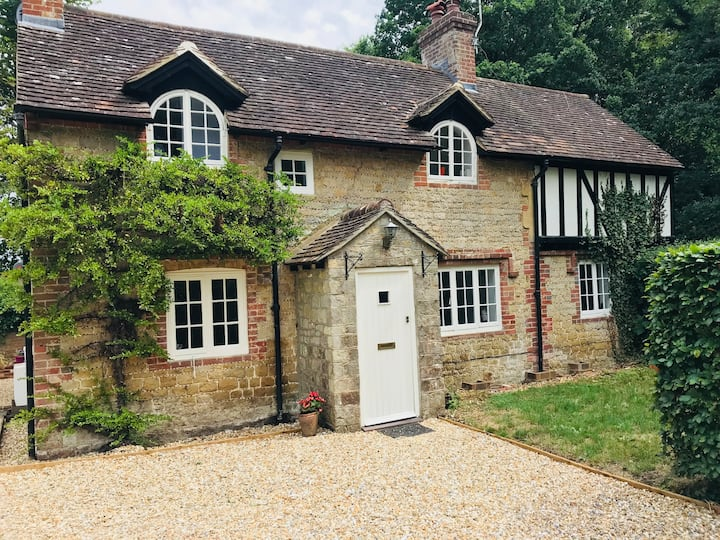 Chocolate Box Cottage in the heart of South Downs