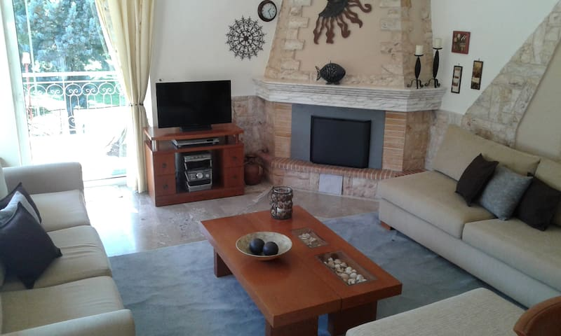 Spacious Seaside Villa near Agios Konstantinos!