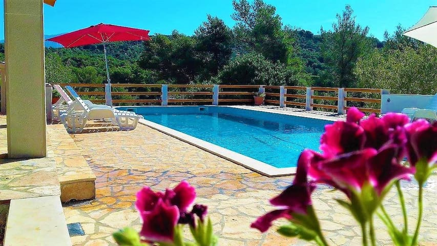 **Special-OFFER** Villa Matea, Pool & garden