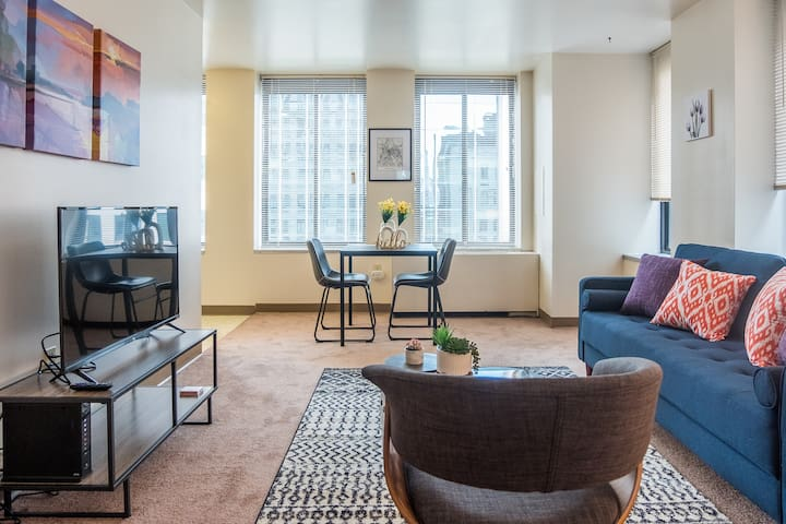 Bold 1BR Apt in Downtown near Point State Park