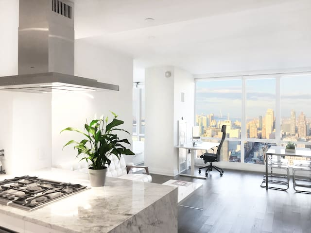 Luxurious & Breathtaking 1BR in Midtown / Times Sq