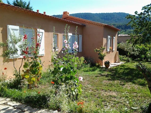 logement  neuf   situé en provence - Aups - House