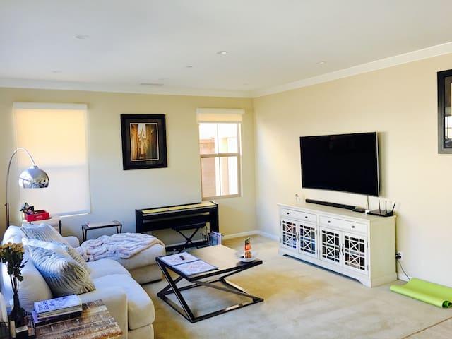 Sunny and comfy room (Single family house) Irvine! - Irvine - Talo