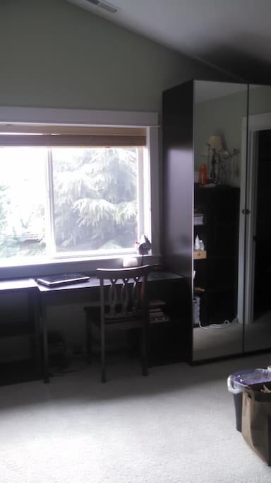 Desk and mirror in the room