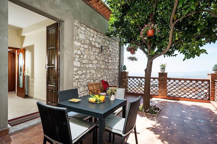 Panoramic terrace to die for in Taormina! - Taormina - Apartemen