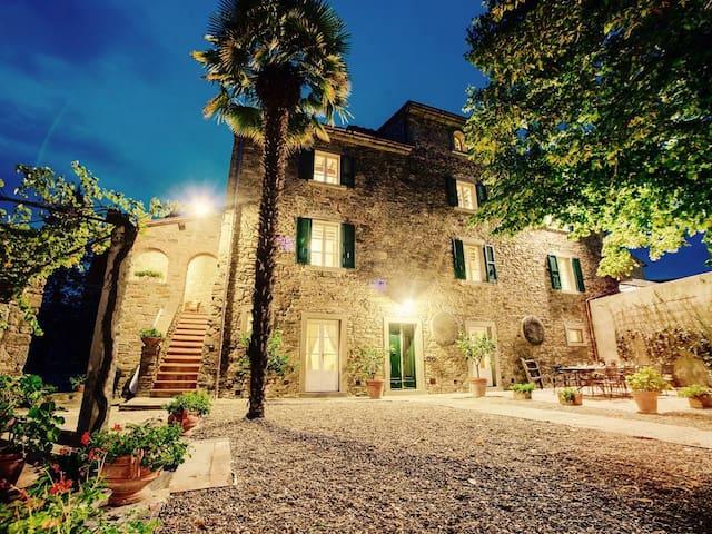 Original Renaissance Villa, Exclusive Location