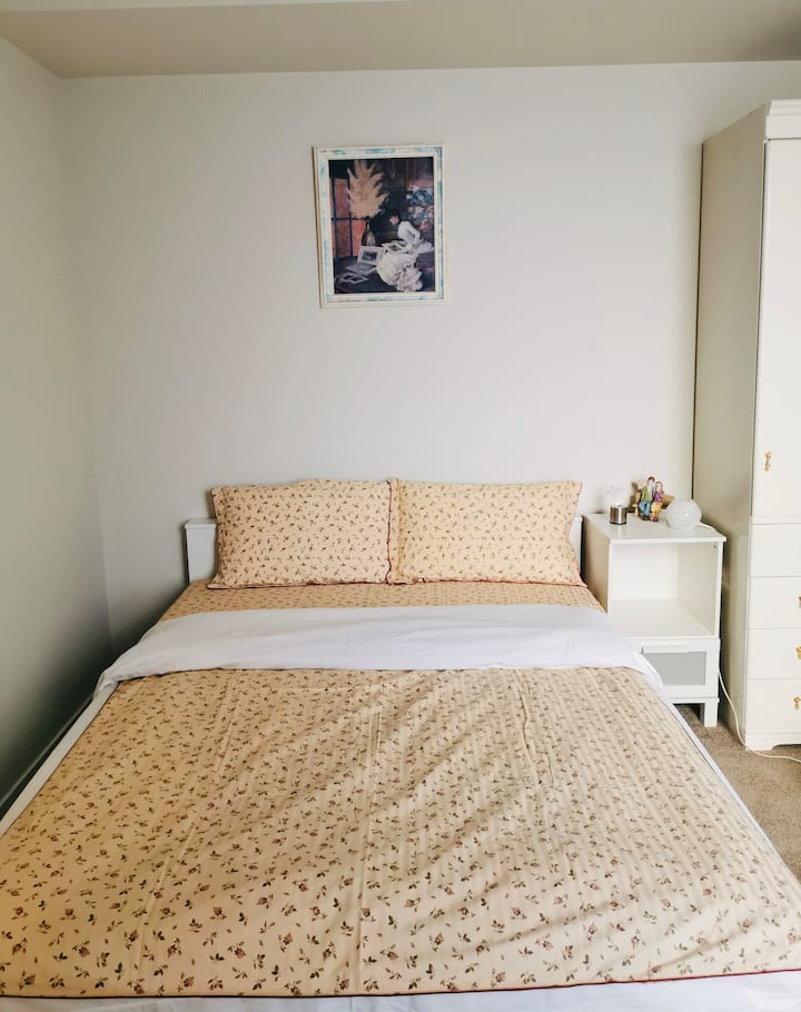 Separate bedroom with private entrance in Penrith