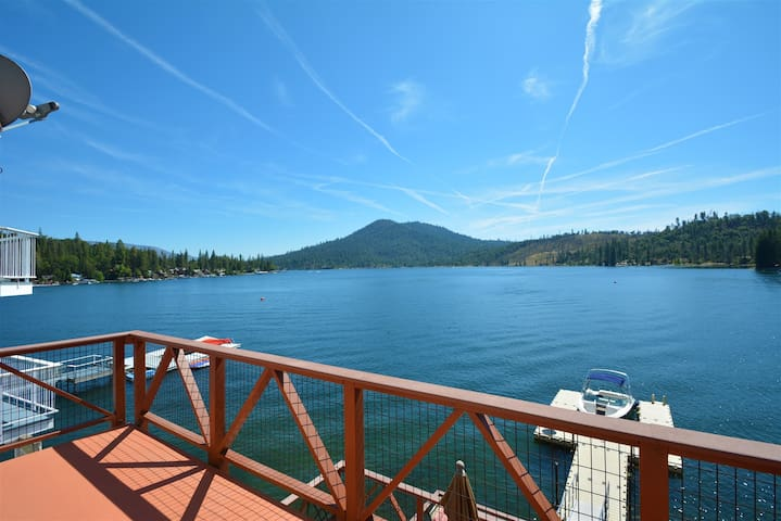 LF11  Beautiful 4 level Bass Lake lakefront home located in the Falls Tract of Bass Lake