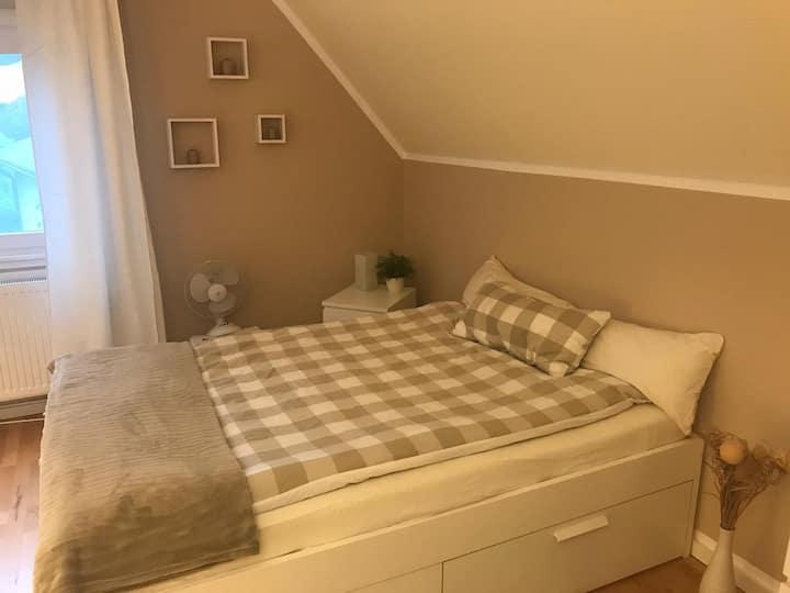2 gemütliche Zimmer in WG-Haus im grünen Hermsdorf