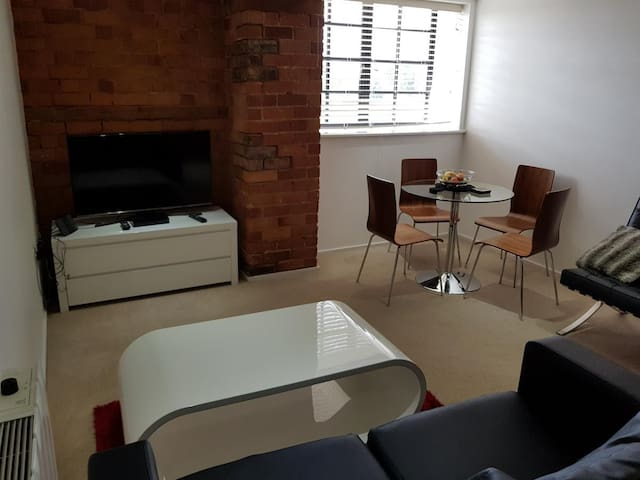 Gloucester Quays - Fully Furnished 2 bedroom Flat