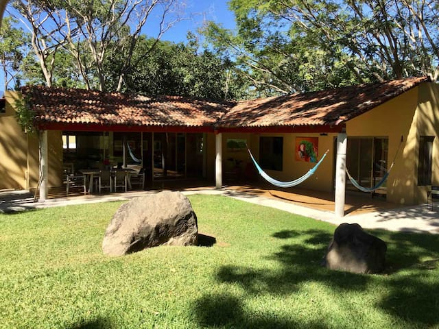 EL HUANCAXTLE House in Comala