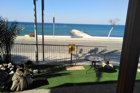 ACROSS THE STREET FROM THE BEACH! 1 bdrm apartment