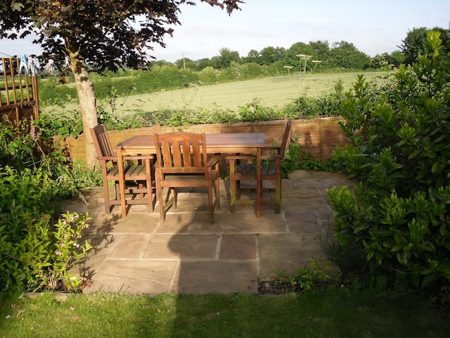 A lovely single room with views in Somerset - Midsomer Norton - Bed & Breakfast
