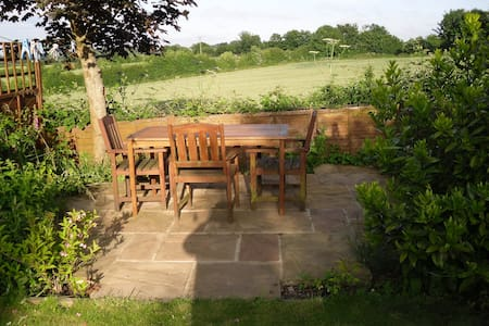 A lovely single room with views in Somerset - Midsomer Norton - 住宿加早餐
