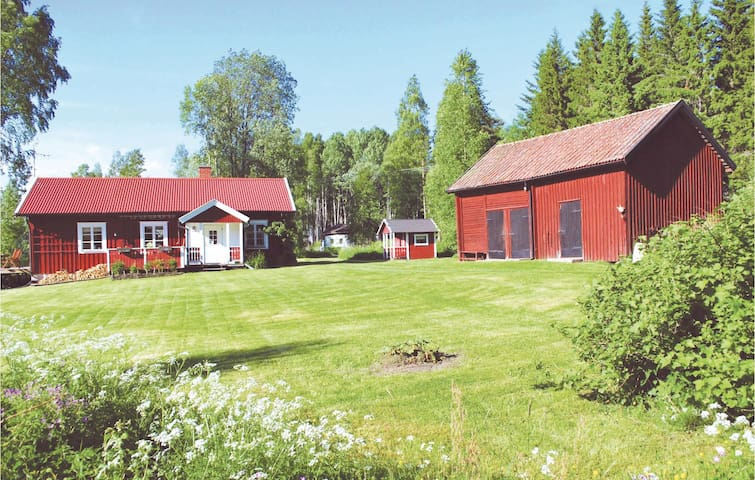 Holiday cottage with 4 bedrooms on 100 m² in Hällefors