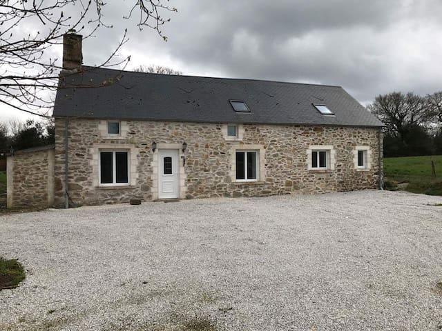 maison en pierre au calme - Le Mesnil-au-Val - Maison