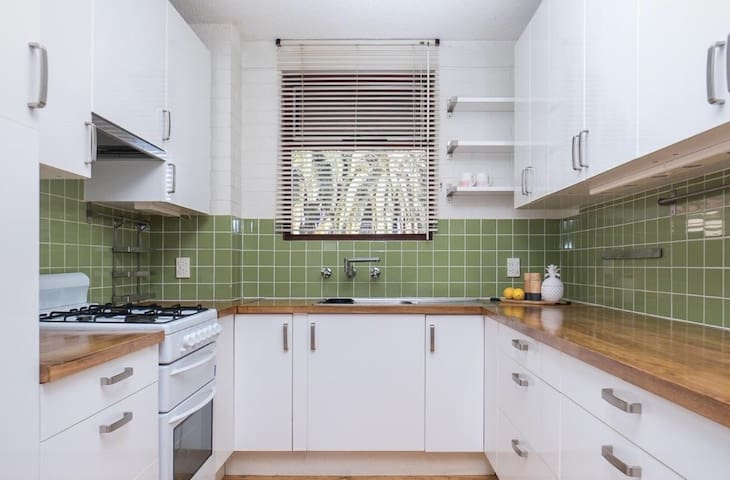 Comfortable eastern suburbs apartment near to city