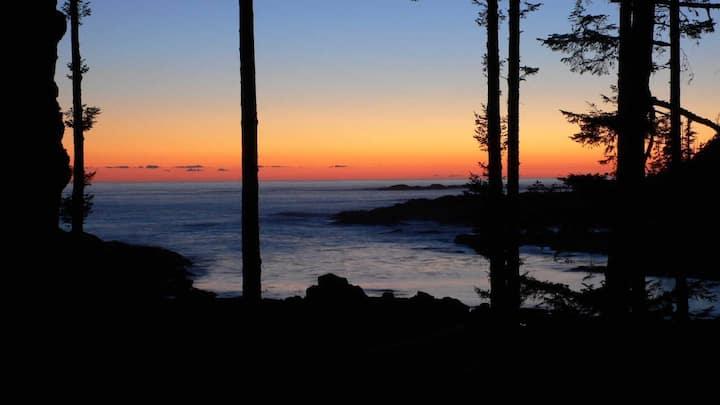 Pacific Ocean luxury condo on Big Beach, Ucluelet