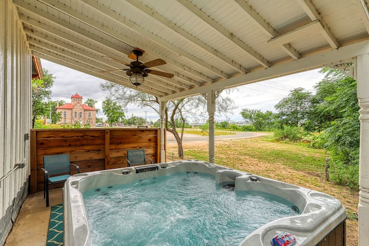 Romance by the river with a shared hot tub & firepit - right in town!