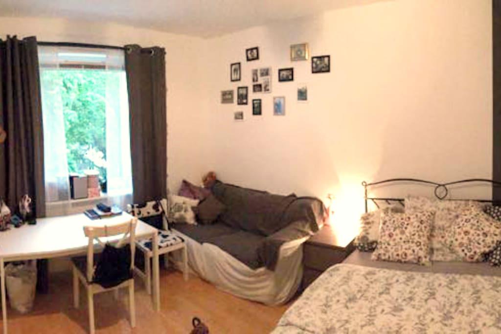 Das Zimmer - die zu sehenden persönlichen Gegenstände werden entfernt; Möbel bleiben