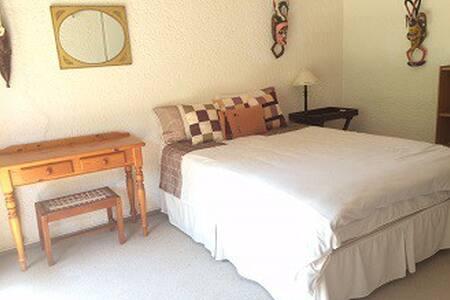 Mokgadi@Naledi-Africa - Hartbeespoort - Casa de hóspedes