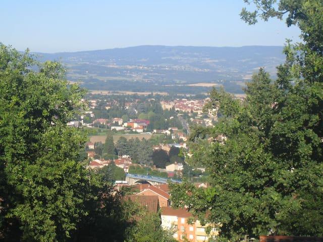 Entre ville et campagne - Saint-Just-Saint-Rambert - Haus