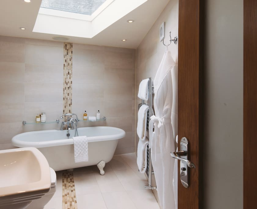 Master en suite with roll top bath