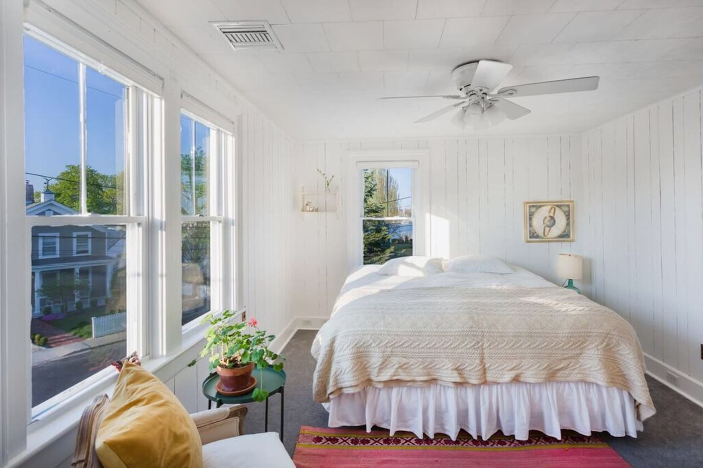 A room with a view! Enjoy waking up in this king size bed with Harbour view.