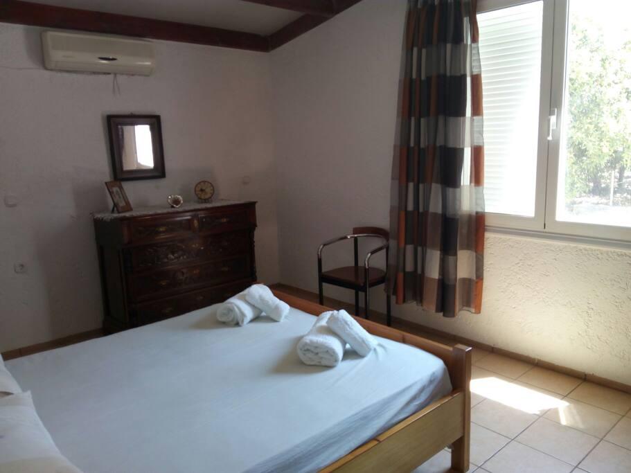 Double-bed in main bedroom