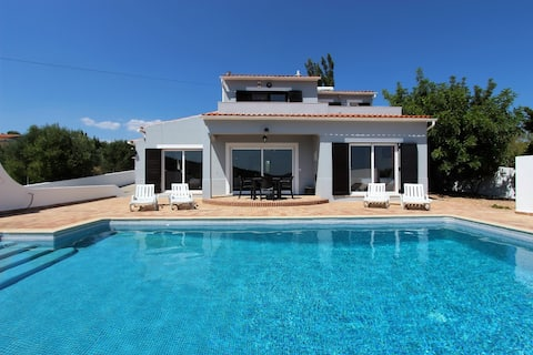 Leaf Mountain-Private 3 Bed Villa with Salt Pool