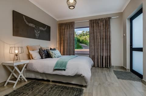 PORT ELIZABETH -  COUNTRY GETAWAY DEER PARK A