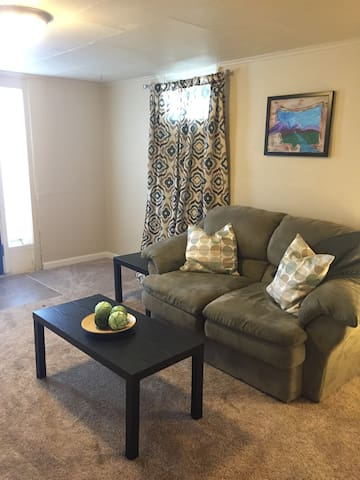 Cozy Apt by Downtown & Hospitals - Billings