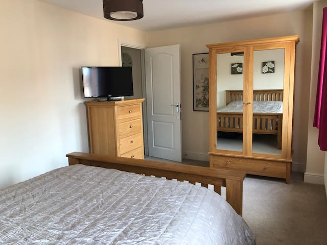 Lovely big room with bathroom. Short drive UEA.