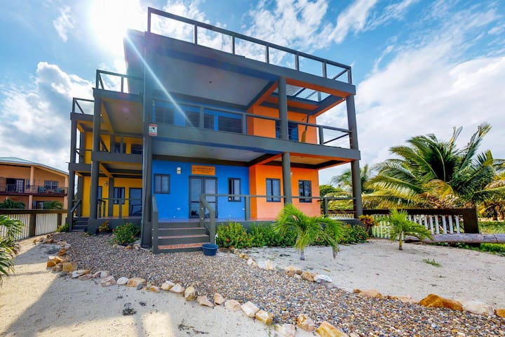 Gorgeous oceanfront apartment w/private beach right in Placencia Village