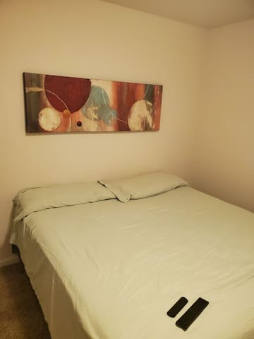 Private Bedroom Near the Airport