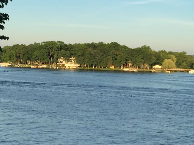 Welcome to Oak Point, 2800 sq ft of Lake Living