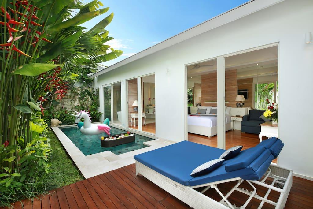 Honeymoon 1 bedroom private pool villa in seminyak for Seminyak villas 1 bedroom