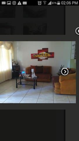 Alquilo dormitorio a estranjero o estudiante - San José - Huis