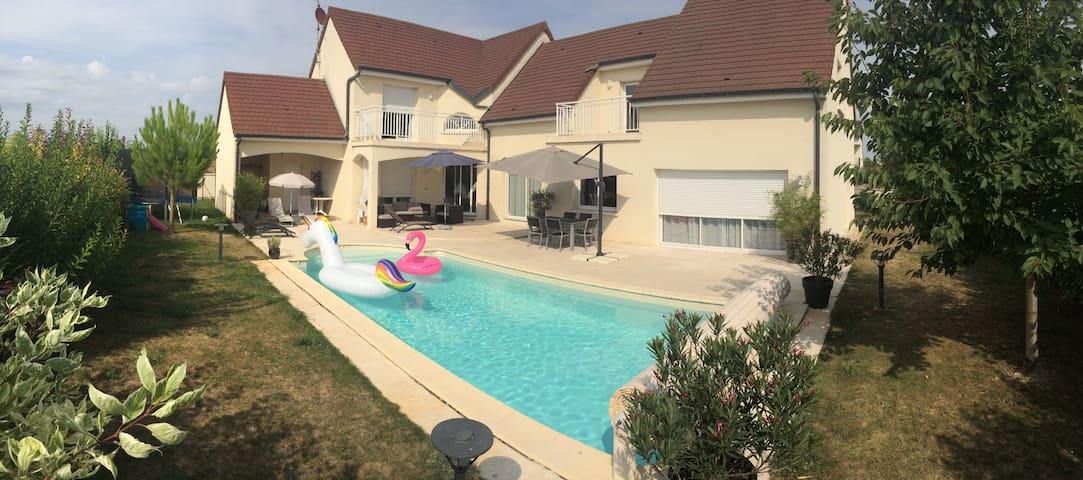 Villa architecte au calme et à 10 minutes de Dijon