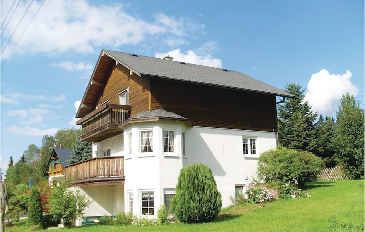 Awesome home in Auerbach with WiFi and 4 Bedrooms