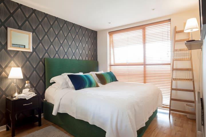 Kingsize Bed, Own Private Bathroom - Ballsbridge - Apartamento