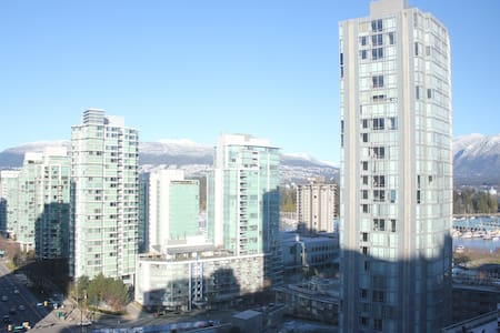 Spacious Trendy Apartment in Coal Harbor Vancouver - Vancouver