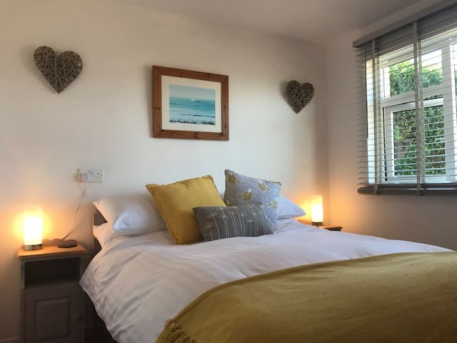 Fresh modern room in the heart of Croyde Bay